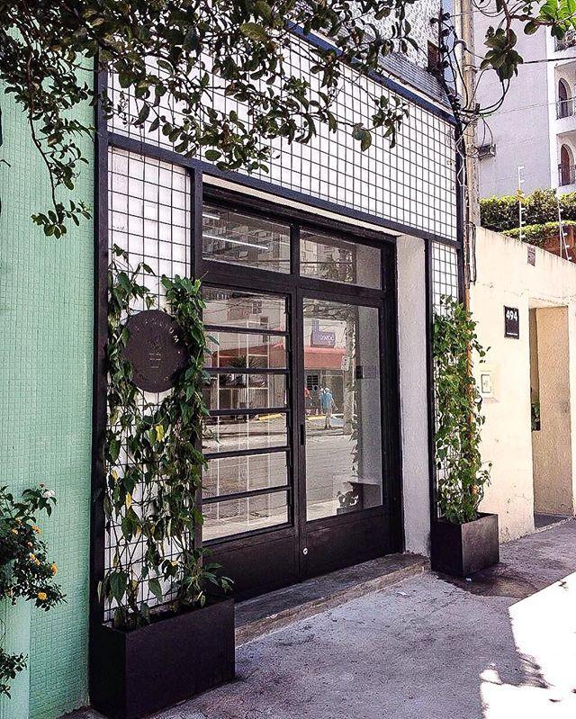 Trifolium Flower Shop_ São Paulo | SP | Brasil  Obra concluída #marcozeroestudio #mze #arquitetura  #saopaulo #itaimbibi #floricultura #flowershop #obra #architecture #design #metalica