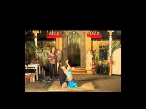 MISHAAL - Anello CAPUANO - SACRED EARTH BELLY DANCE  Dance : MISHAAL Live Music : Anello CAPUANO - MultiSaz, Loops live at Wapa di Ume, Ubud, Bali, 2013