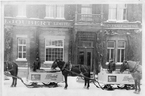 1906, J.J.Joubert ouvre des locaux au 4141 rue Saint-André au sud de Rachel. Au plus fort de l'hiver, la distribution se fait en « sleighs » (et il n'est pas nécessaire de garnir les voitures de blocs de glace)
