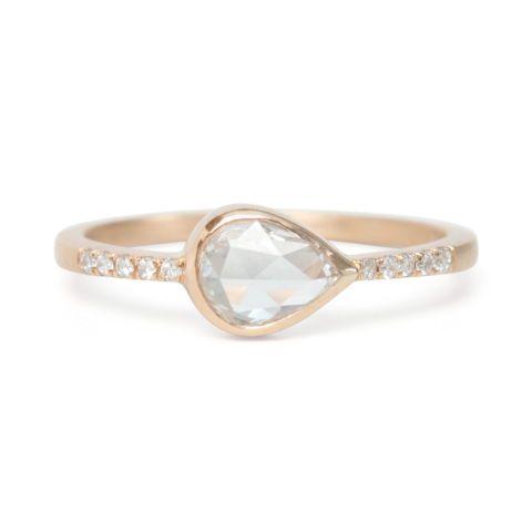 Teardrop Diamond Pavé deCatbird, anillo con forma de lágrima y diamante de 49 quilates (4.615€).