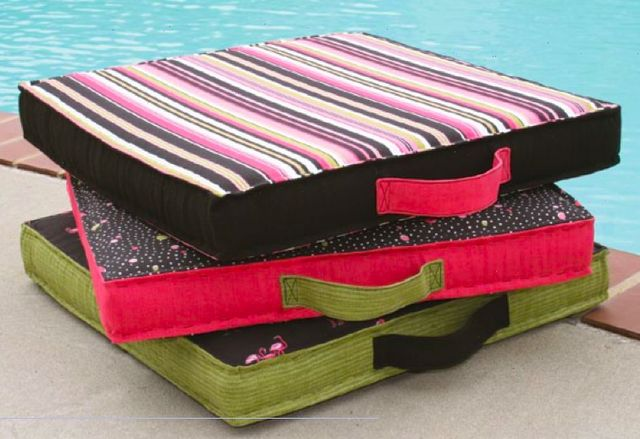 Pool Pillow tutorial from Coats and Clark #sew #diy #tute