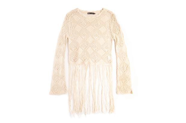 Sweater con flecos (Vov Jeans, $850).