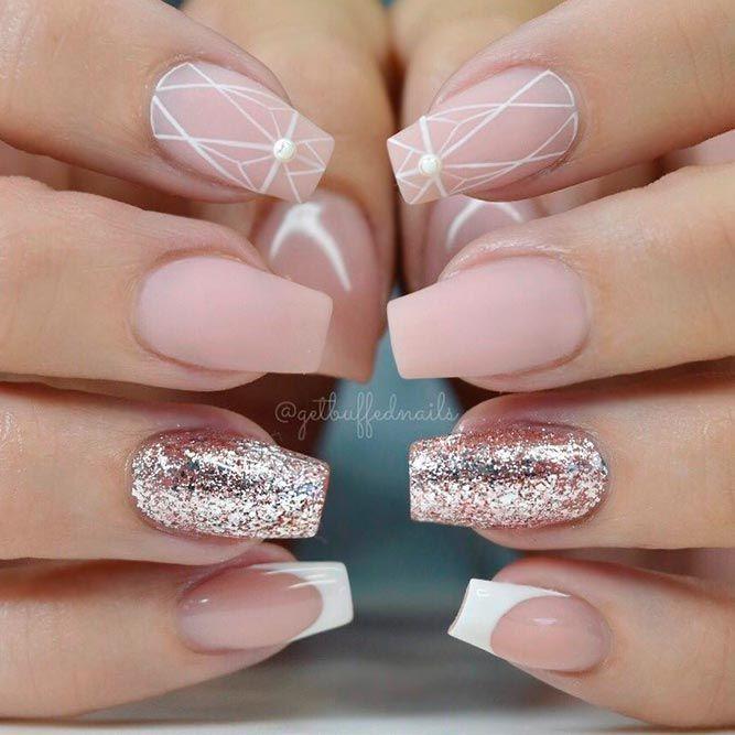Matte Nägel mit geometrischem Muster #matten Nägel #geometrische Nägel #glitternails ★ … – Nails