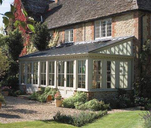 Traditional rectangular lean-to conservatory.