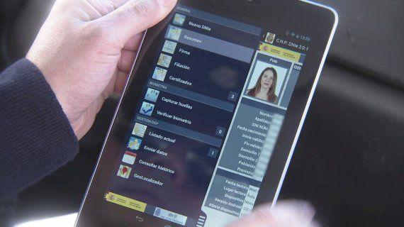 Nuevo DNI electrónico 3.0 con tecnología NFC, chip más rápido, con más capacidad y mejor certificado de seguridad.