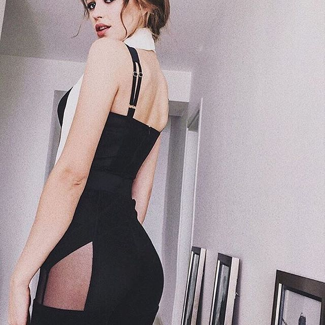 The over the shoulder pose never looked so good #StarkLeggings #GenieBodysuit #MurmurClothing