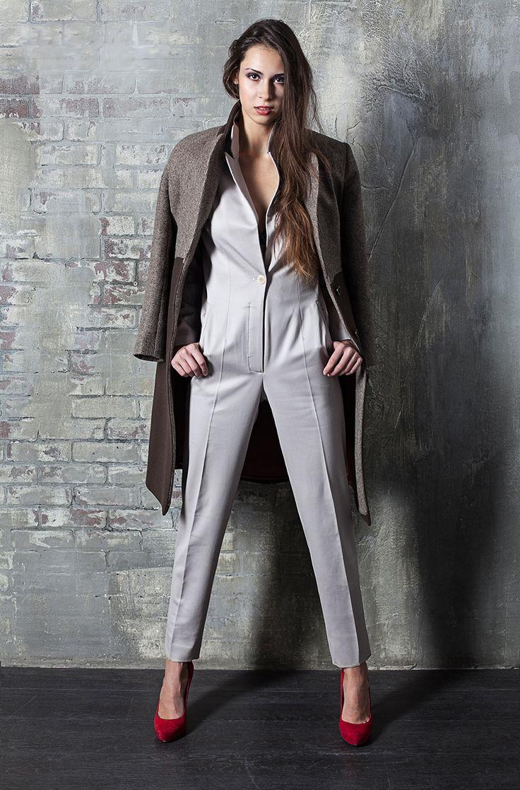 Женские деловые костюмы из шерсти