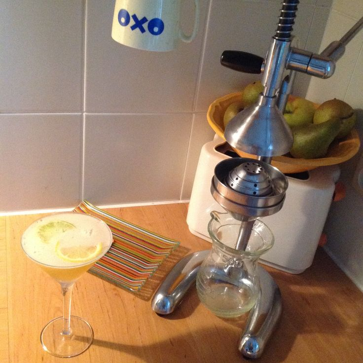 TWIN HILLS: bourbon + Benedictine + citroen- + limoensap + siroop + citroen- + limoenwiel.
