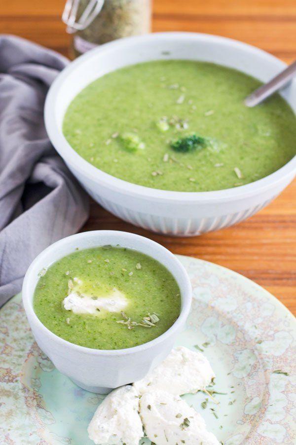 Leckeres Brokkoli-Estragon Püppchen mit Hüttenkäse Parmesan Nocken. Einfach und schnell zubereitet, vegetarisch, low carb und kalorienarm.