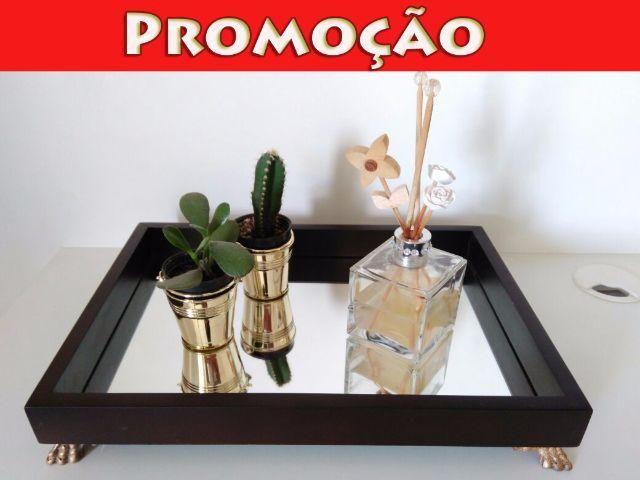 Bandeja Espelhada Decorativa Para Bar/Sala - Borda de Madeira
