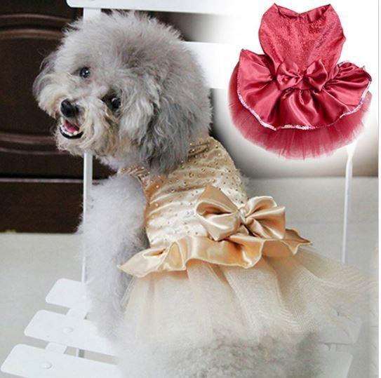 Vestido de seda Dog Tutu Estilo moda princesinha Preço R$20,00 . Pode ser parcelado no cartão de crédito .Frete apenas R$7,00 para todo país.Para comprar clique aqui --->> http://produto.mercadolivre.com.br/MLB-775025670-vestido-seda-de-luxo-para-ces-estilo-moda-princesinha-_JM   Adorável vestido rodado com babado,laço e lantejoulas ultra brilhantes .Disponíveis no tamanho m e nas cores dourado e vermelho escuro .Este vestido de tecido brilhante ,textura ultra macia e super confortável irá…