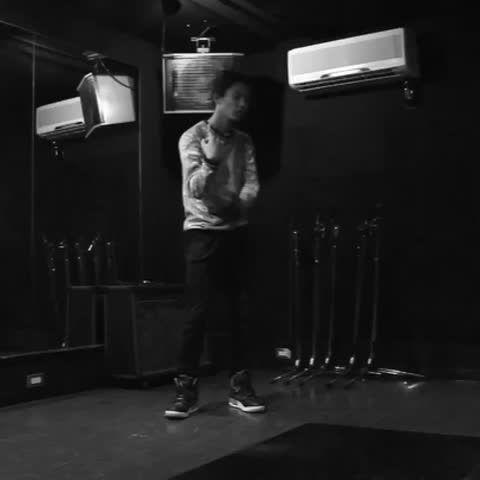 song by Chris Brown #dancer #freestyle #ダンス #dance #GrassAintGreener