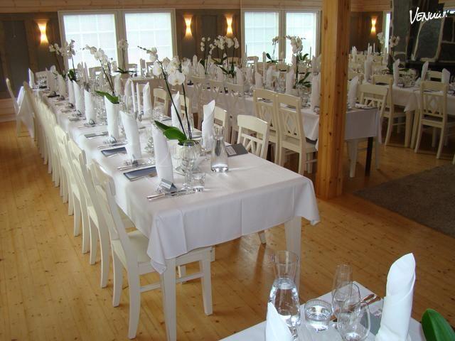 Juhlahuvila Villa Meri ympäristöineen tarjoaa kauniit ja viihtyisät puitteet juhlaanne meren äärellä.