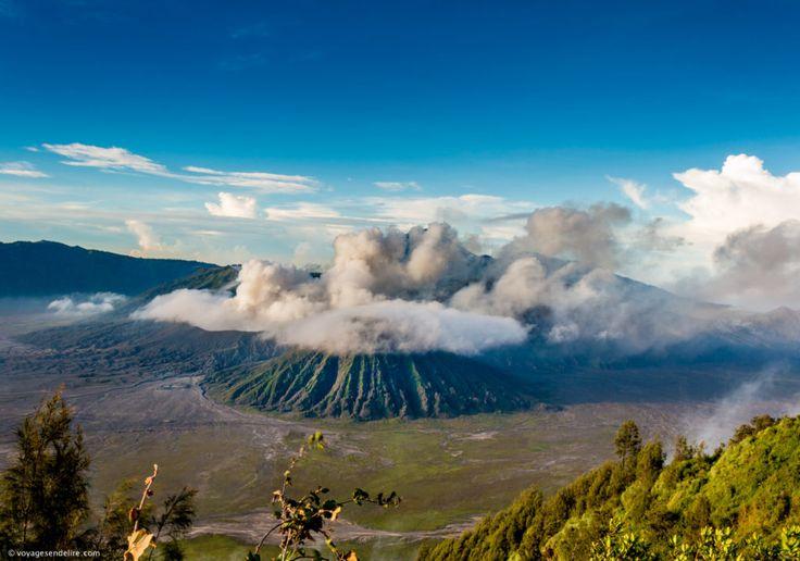 volcan mont Bromo incontournable de java en Indonésie , volcan en éruption , comment y aller, itinéraire bromo.