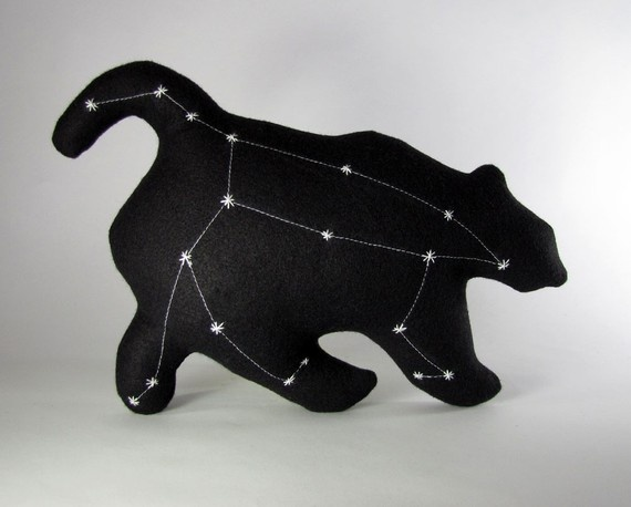 ursa major pillow. I like how the constellation matches perfectly with the bear.: Theme Rooms, Constellations Projects, Projects Ideas, Big Bears, Major Pillows, Stuffed Animal, Night Sky, Kids Rooms, Constellations Pillows