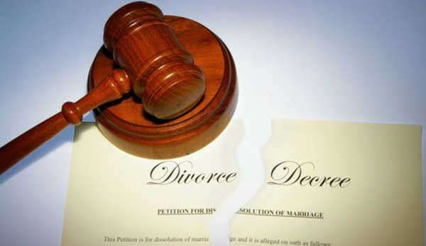 Divorce In Texas #tx #divorce #laws http://pittsburgh.nef2.com/divorce-in-texas-tx-divorce-laws/  # divorce A brief guide to divorce in Texas Couples experiencing marital difficulties who wish to separate in Texas should be aware of the following things: Texas state divorce laws To file a petition for divorce in Texas, at least one of the spouses involved must have been a resident of the state for the past six months or longer. Additionally, the plaintiff must have been a resident of the…