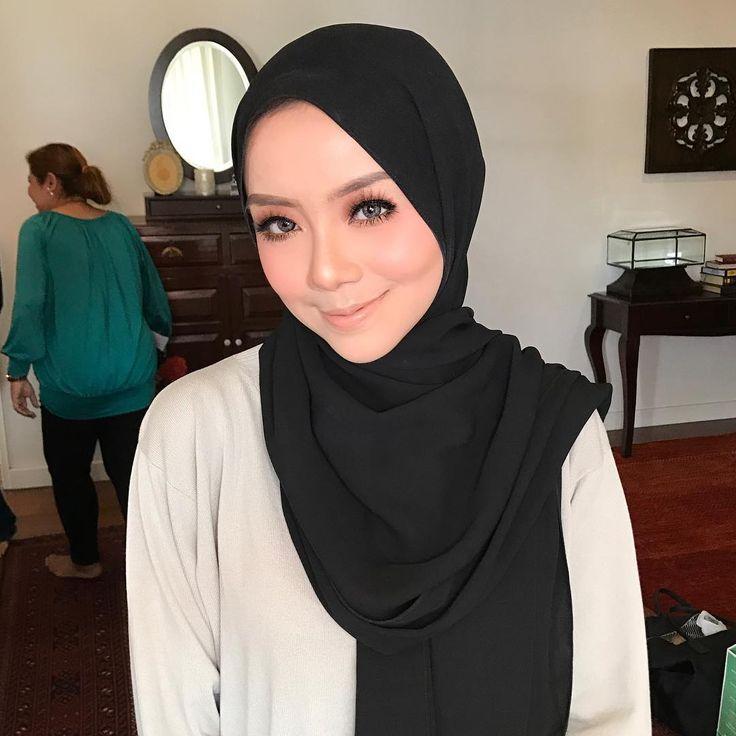MIRA FILZAH sayang. Biasa lah dalam pantang #throwback is a must! ;) look at how beautiful she is. #malaywedding #malayweddingguide #pengantin #kahwin #nikah #sanding #tunang #makeupartist #makeupartists #makeupartistmalaysia #muamalaysia #makeupartistkl #makeupartistselangor #muakl #muaselangor #bridalmakeup #bridalsession #bridal #makeup #makeups #love #makeuplover