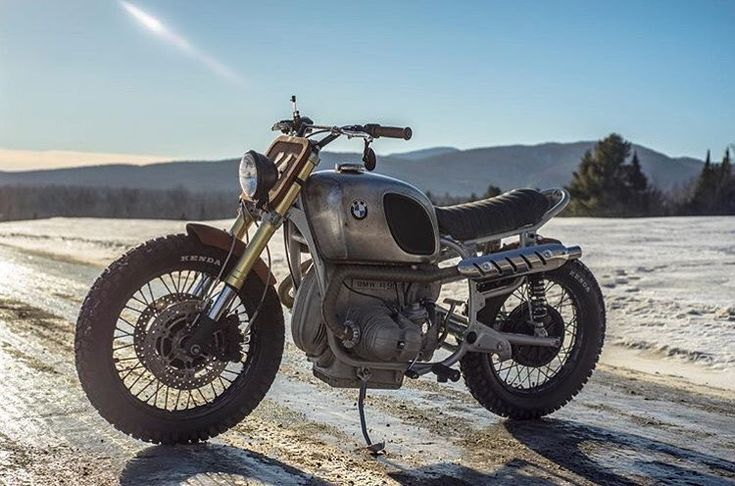 Snow Day:  BMW R90/6 by @garage.sheriff. Wooden fender and number plate! #bmwmotorrad #airhead #r90 #scrambler #tracker #trackertuesday