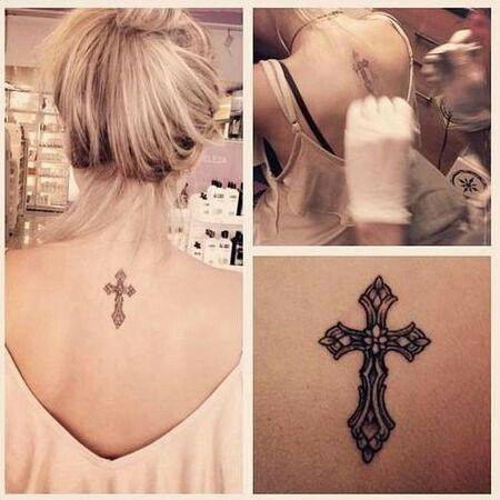 small women tattoo