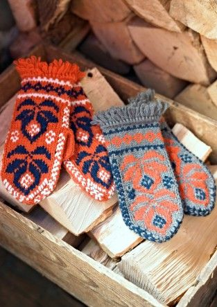 Finnish mittens, beautiful merino wool mittens knitted in a traditional Nordic folk pattern with fringing around the wrist. Handmade
