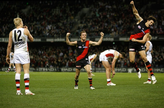 Nick Riewoldt misses a shot after the siren, leading to celebrations from Andrew Welsh and Angus Monfries as Essendon end the Saints unbeaten run in 2009