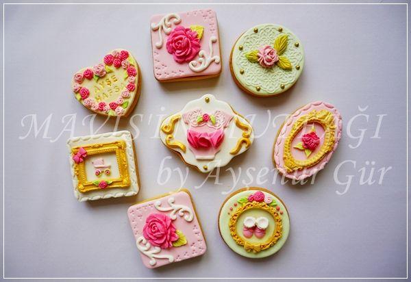 Hastane odasında gelen misafirlere ikram edilmesi için hazırladığım butik kız bebek kurabiyeleri...