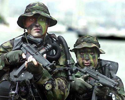 ternyata pasukan-pasukan khusus tentara amerika tidak pernah pake jam biasa. Mereka pesan dari swiss dengan beberapa kriteria.