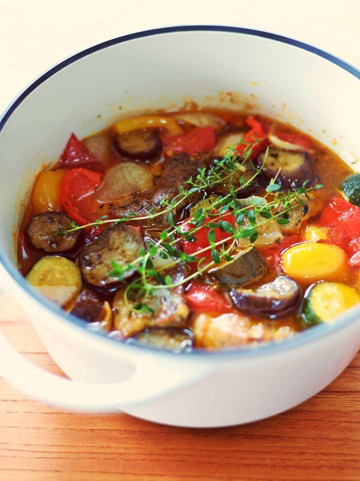 塩漬け豚と夏野菜の煮込み~バーミキュラ使用~ by 北島真澄 / 旨みが凝縮した塩漬け豚を野菜の水分だけで煮込んだ旨みたっぷりの煮込みです。無水調理が得意なバーミキュラを使用しています。 / Nadia