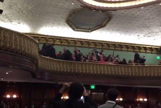 Desalojan Concejo en medio de votación del Plan de Vivienda Asequible (video) | El Diario NY