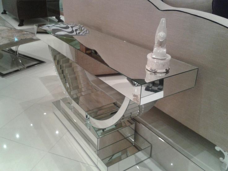 mueble deco cubierto en espejo