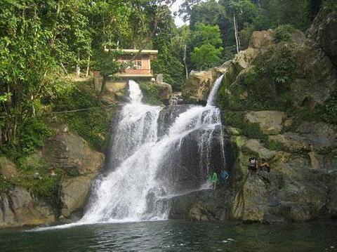Air Terjun Suhom terletak di Desa Suhom dan Desa Kreung  Kala, Kecamatan Lhoong, Kabupaten Aceh Besar - Punya Indonesia