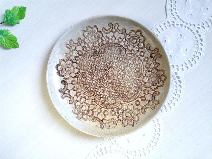 2 Rustikale Keramik Teller, Frühstück Teller Set, beige Dessert Schalen, 2er Set, Wohndekor Geschenk, Keramik Tisch Dekor by Tanja Shpal von ceralonata auf Etsy