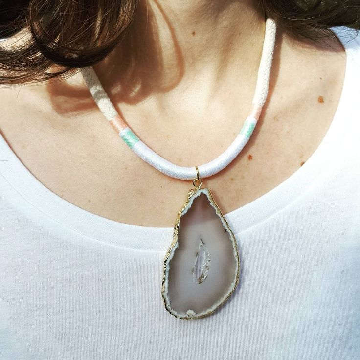 Handmade necklace in cotton rope and cotton string with agate pendant