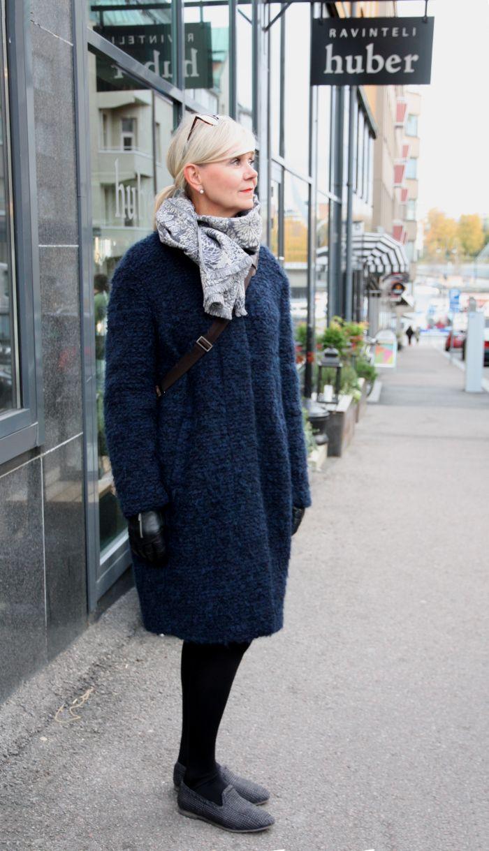 Trelooks - Street style from Tampere, Finland  www.trelooks.blogspot.com  // Keywords: women, street style, ootd, classic style, autumn style, winter style, fur jacket, blue jacket