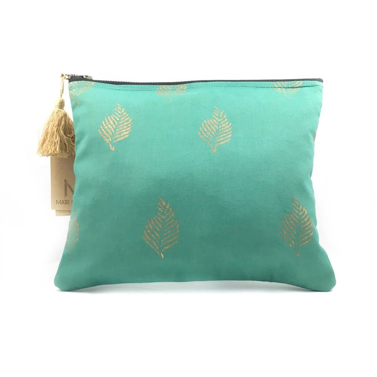 Beautiful enough for royalty, The PrettyPout's canvas-lined makeup bag is both durable and classic. #theprettypout
