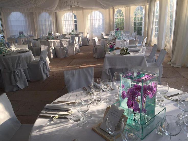 Sala del ricevimento allestita con orchidee nella tensostruttura di La Casa di Papi
