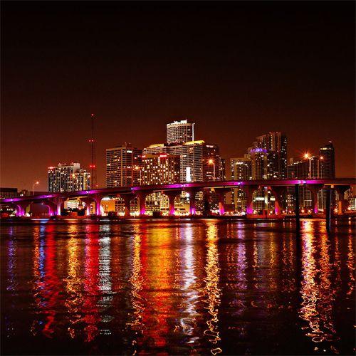 Ocean Drive a Miami: la strada dove la vita non si ferma mai! Scopri qui come andarci con le nostre offerte alberghiere!