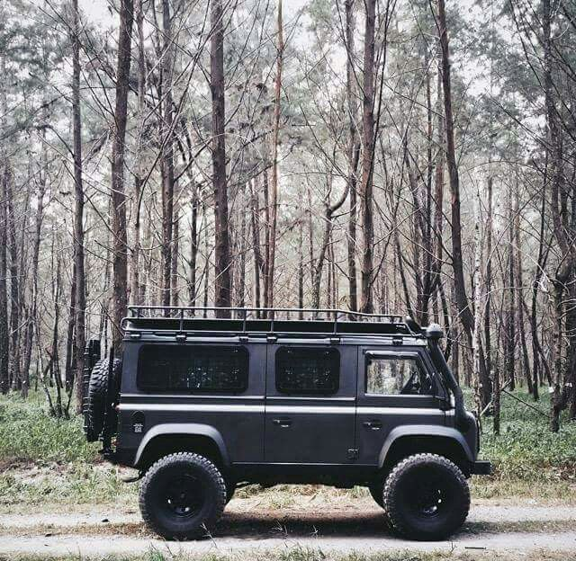 Have you guessed what it is yet....... Land Rover Defender! Awesome.