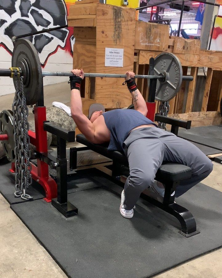 Speed Bench 150 80lbs In Chains For A 9x3 With 3 Grips Only Grip I Wasn T Comfortable With Was My Wide Grip Due To A Tight Rear Delt Iron Therapy Bench Press