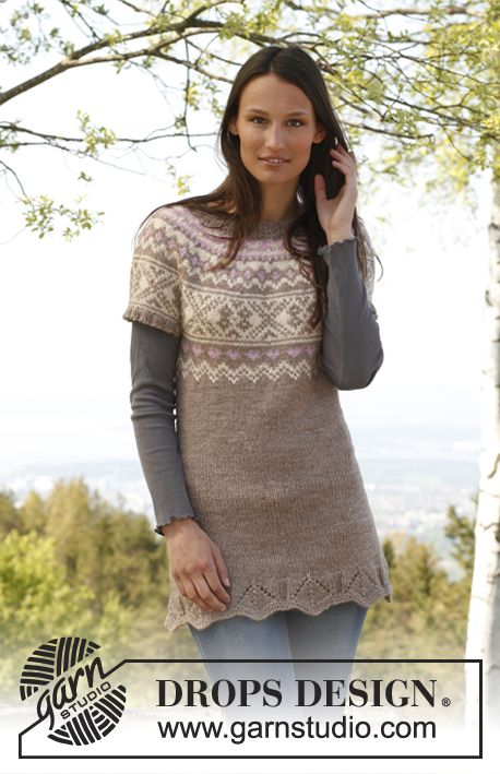 """Free pattern: Knitted DROPS tunic with short sleeves, round yoke and pattern in """"Nepal"""". Size: S - XXXL."""