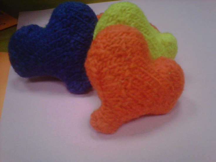 Knitted Heart Cushion Pattern : 102 Best images about Knit hearts on Pinterest Free pattern, Valentines and...