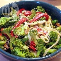 Photo recette : Tagliatelles aux brocolis et aux poivrons rouges