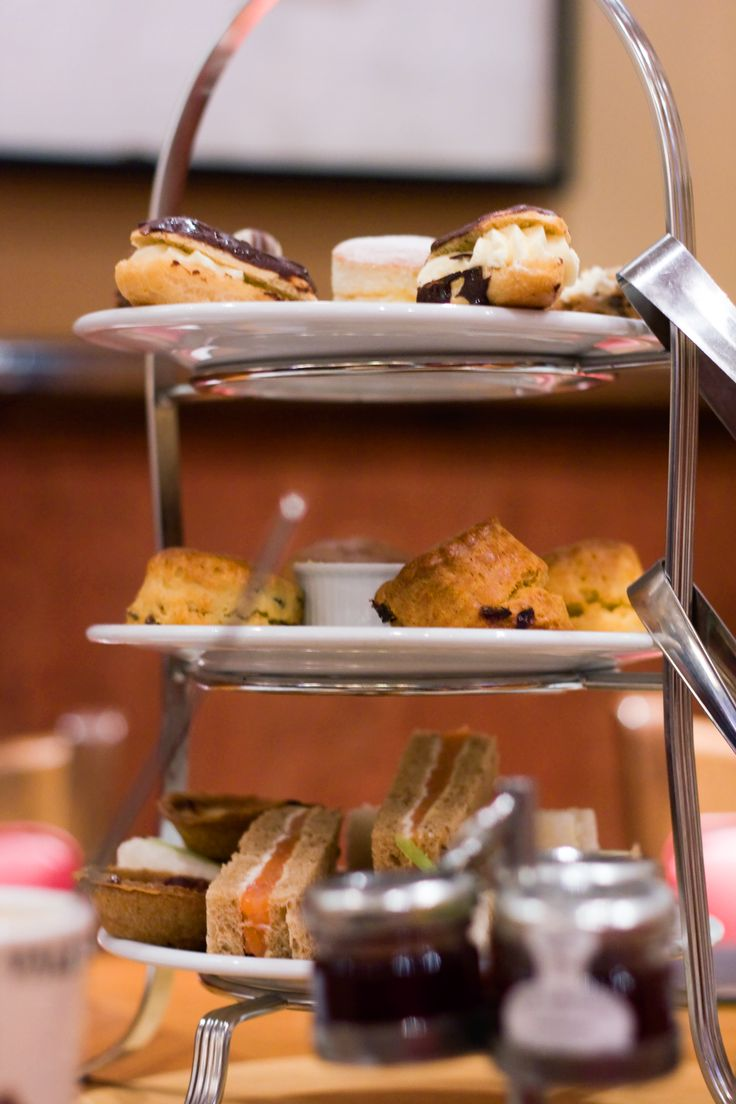 London / Afternoon Tea at Patisserie Valerie in Knightsbridge - Lix Hewett