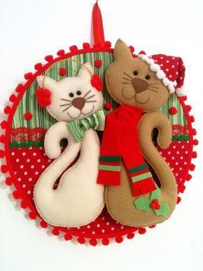 Quadro bastidor de Natal Gatinhos.  25 cm de diamêtro.  Confeccionado em tecido 100% algodão, feltro, manta acrílica, rendas e aviamentos em geral para decorar.