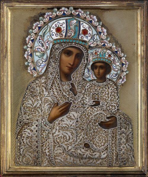 Uma cópia do século 19 russo da Mãe de Deus de Tikhvin, uma das imagens mais veneradas da cristandade ortodoxa em Mary. O original é considerado a obra de São Lucas Evangelista