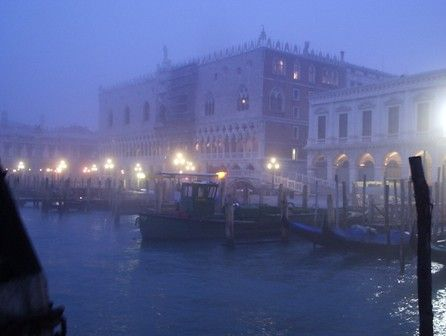 Venice in Winter.JPG (446×336)  From Churches in Venice, http://www.slowtrav.com/blog/annienc/