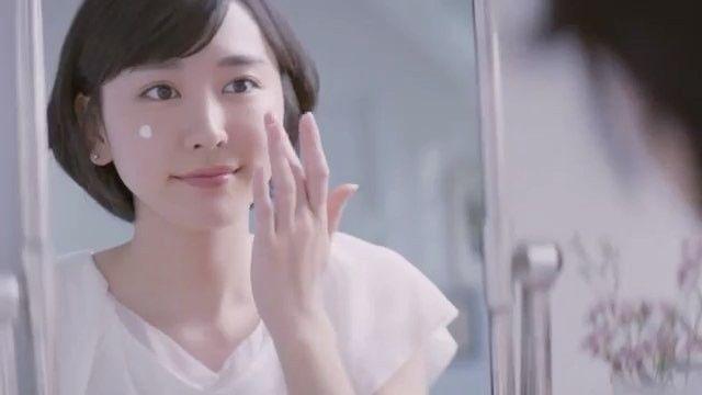 ファンアカウントの新垣結衣(ファンアカウント)さんのInstagram(インスタグラム)動画「.雪肌精「お願い!朝乳液」篇 CM#新垣結衣 #aragakiyui #ガッキー」
