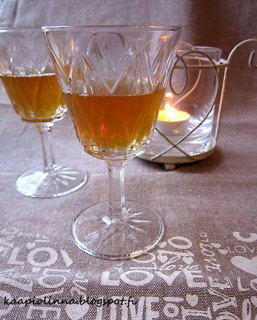 Kääpiölinnan köökissä: Liquor and nuts - Kääpiölinnan saksanpähkinälikööri