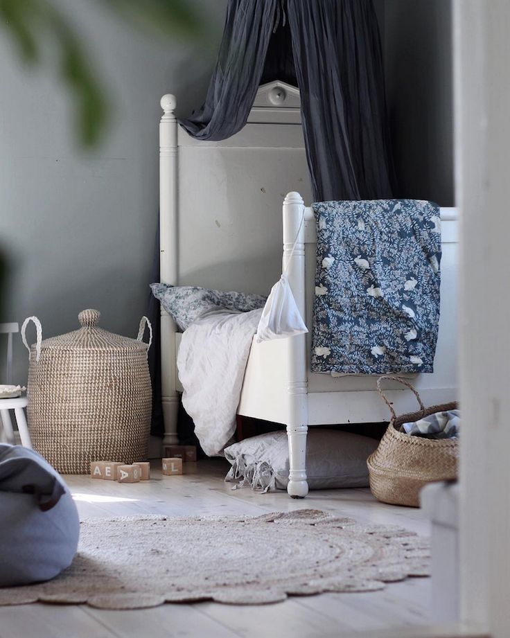 my scandinavian home: Traditional children's bedroom in a beautiful Swedish family home