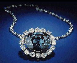Diamante Hope (Speranza) è un diamante di un intenso colore blu e del peso di 45.52 carati. Si racconta che sia stato disincastonato dall'occhio della statua di un idolo indiano, scatenando una maledizione che colpisce tutti i suoi proprietari. Attualmente il diamante è di proprietà dello Smithsonian Institute ed è in esposizione in un museo a Washington.